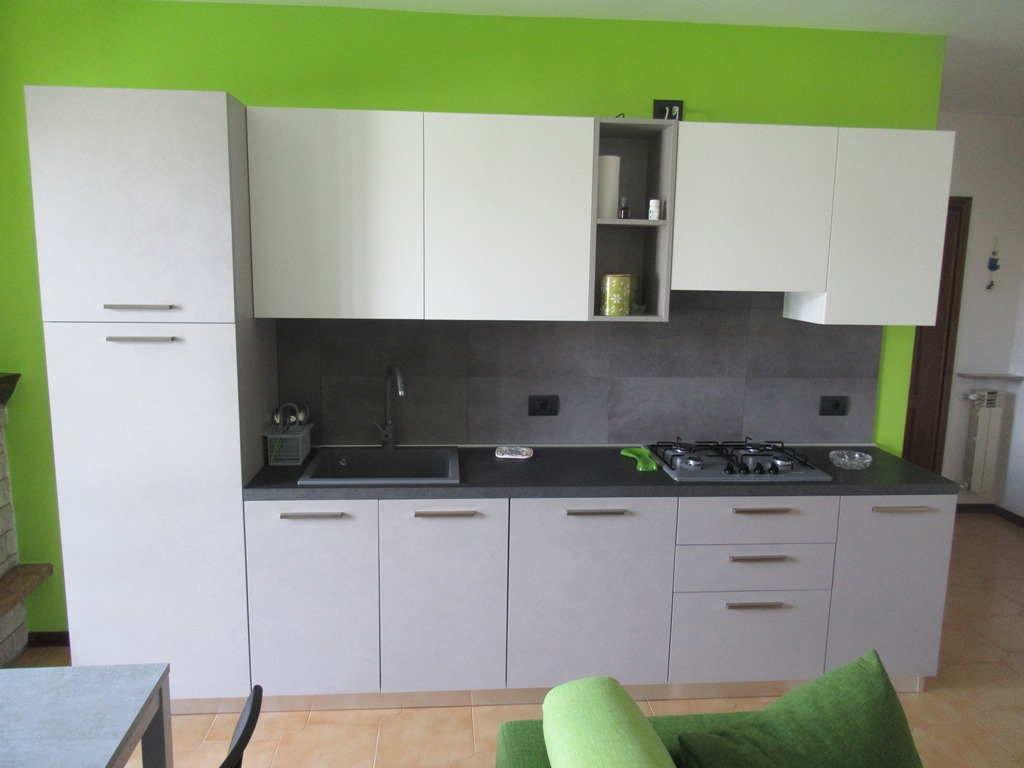Cucina anta laminato Materia grigio.